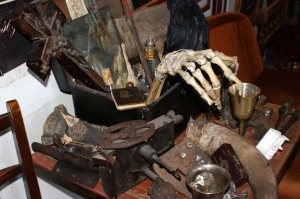 Gerhardt Van Helsing's chest of tools? (I can't imagine what that hand is for....) Attribution: FluoritLaufer: Wikimedia Commons